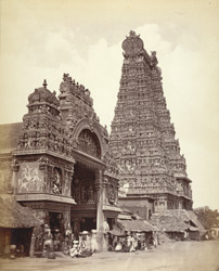 Entrance gopura to the Minakshi Sundareshvara temple, Madurai.